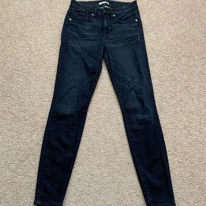 LIKE NEW Good American Skinny Jeans
